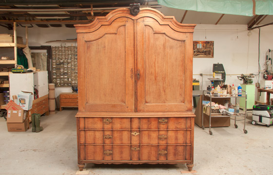 Houten Keukenkasten Ontvetten  Oude houten kast schoonmaken hoe te verwijderen  Oude houten kast